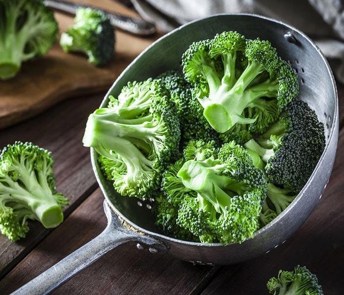 Bông cải xanh xay nhuyễn cùng tôm, chiên giòn đem lại món ăn mới lạ