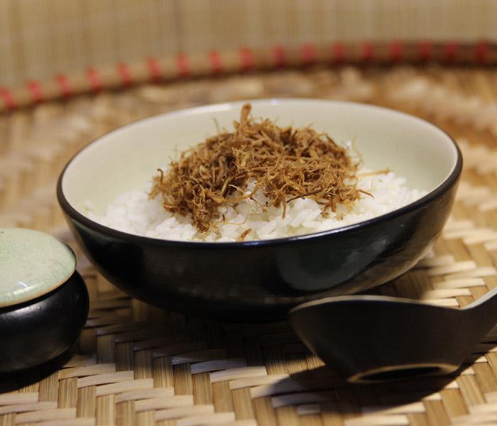 Ruốc nấm ăn cùng cơm nóng vô cùng đưa cơm