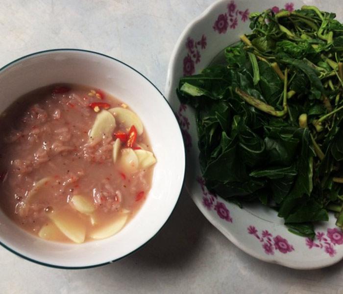 Ruốc chua cũng là gia vị cực ngon cho các món nộm hoặc chấm cùng với rau luộc